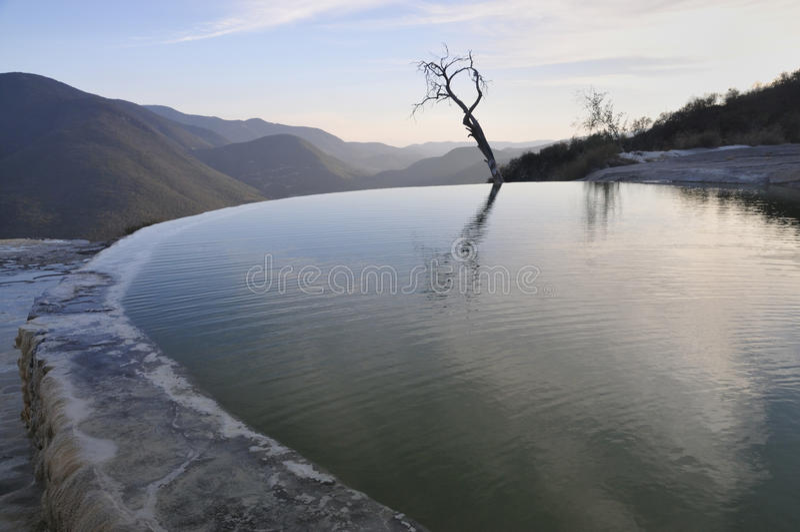 Terassenförmig angelegtes stehendes Wasser stockfoto