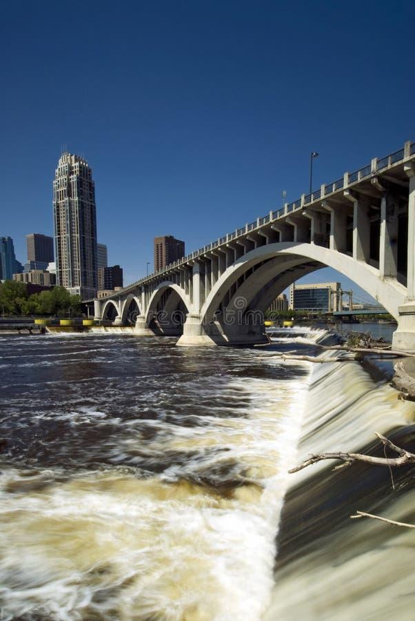 Terceira ponte da avenida acima de Saint Anthony Falls. Minneapolis, Minnesota, EUA imagens de stock royalty free