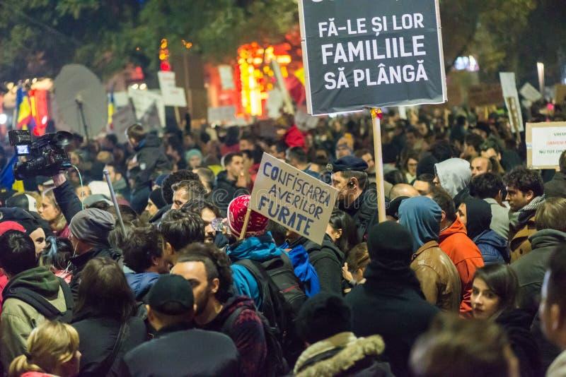 Tercer día de protesta contra el coruption y el gobierno rumano imagen de archivo