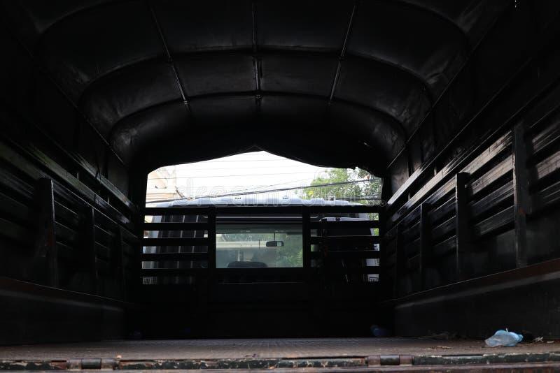 Teren za wielką wojsko ciężarówką zdjęcia stock