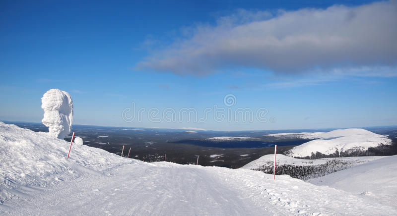 terenu Lapland narciarstwa skłonu wintersport obraz stock