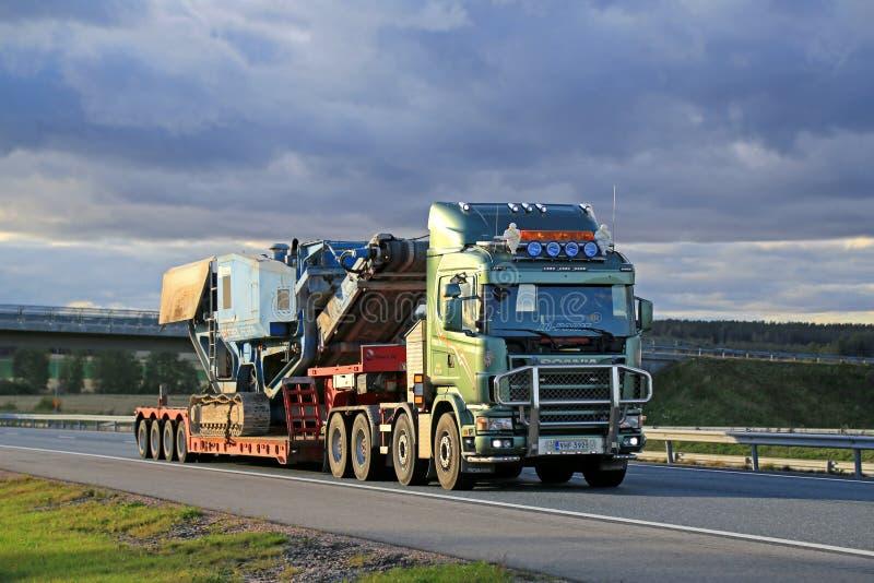 Terex Pregon för Skåne 164 V8 lastbiltransportsträckor kross royaltyfria foton