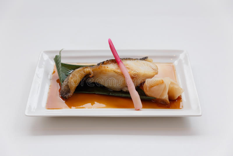 Teriyaki黑鱼:油煎的用卤汁泡的黑貂鱼用Teriyaki调味汁 库存图片