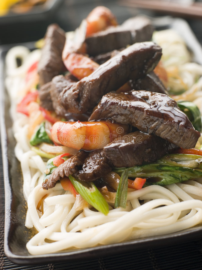 Free Teriyaki Beef Fillet And Tiger Prawns With Udon No Royalty Free Stock Photography - 5355847