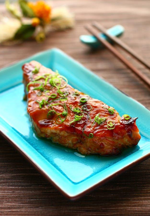 Teriyaki de color salmón imagen de archivo