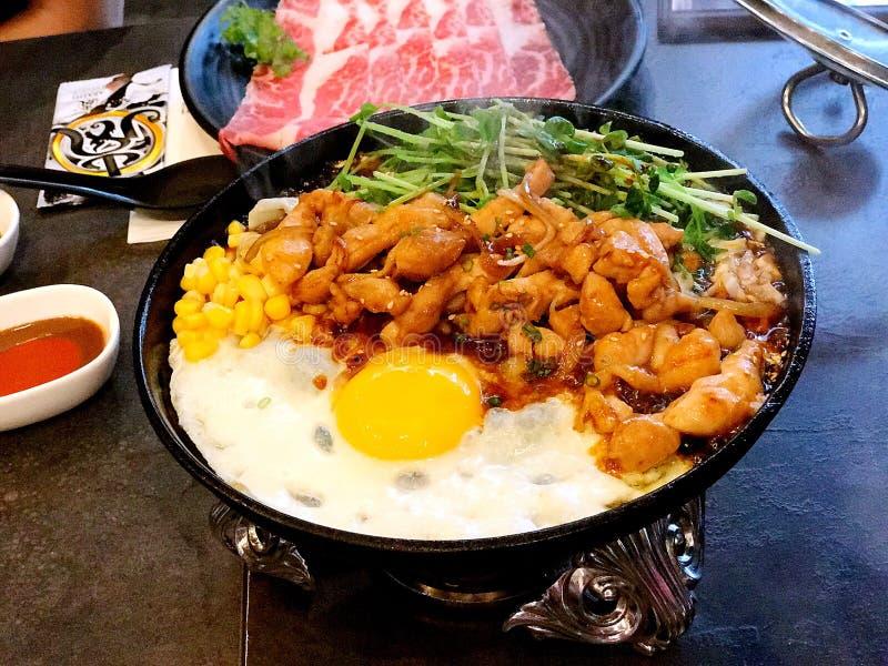 Teriyaki gorącego talerza kurczak z kukurudzą n Dou Miao fotografia stock