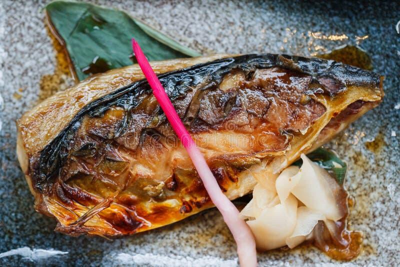 Teriyaki grillé Saba Grilled Mackerel avec de la sauce à Teriyaki servie avec du gingembre piqué photo libre de droits
