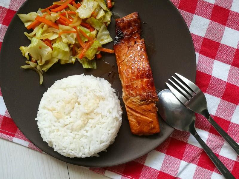 Teriyaki salmon japonês com arroz foto de stock