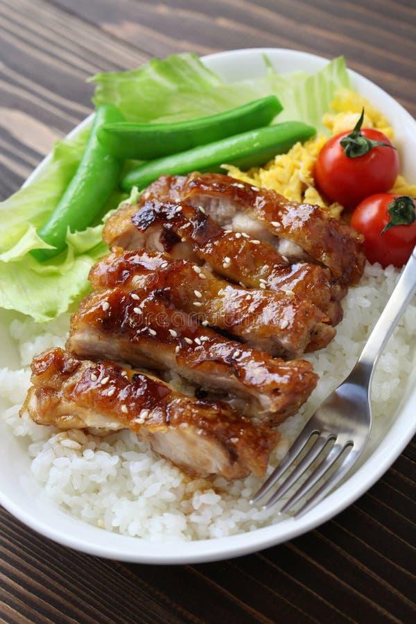 Teriyakikip op rijst royalty-vrije stock afbeeldingen