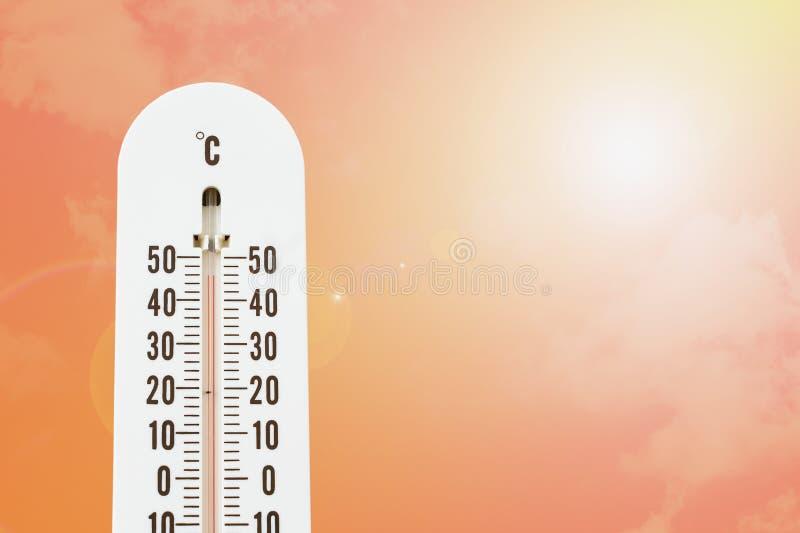 Termómetro con temperatura caliente fotos de archivo libres de regalías
