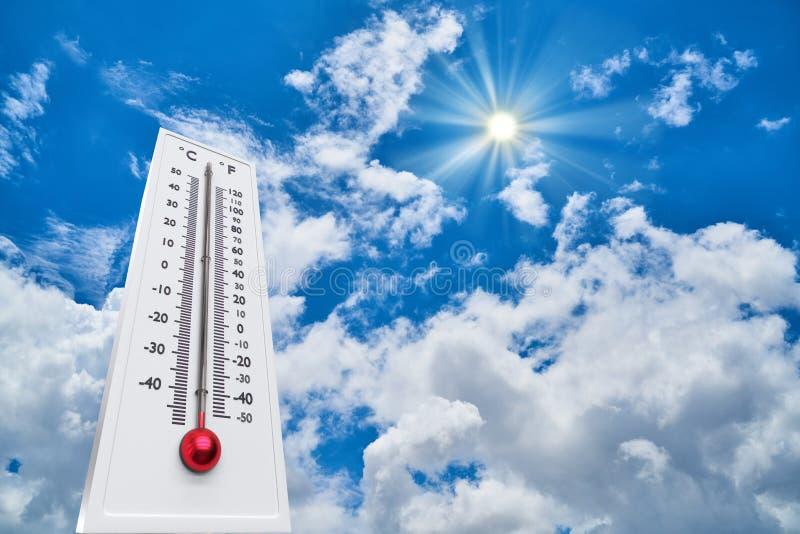 Termômetro Sun Degres alto Dia de verão quente Altas temperaturas do verão fotografia de stock