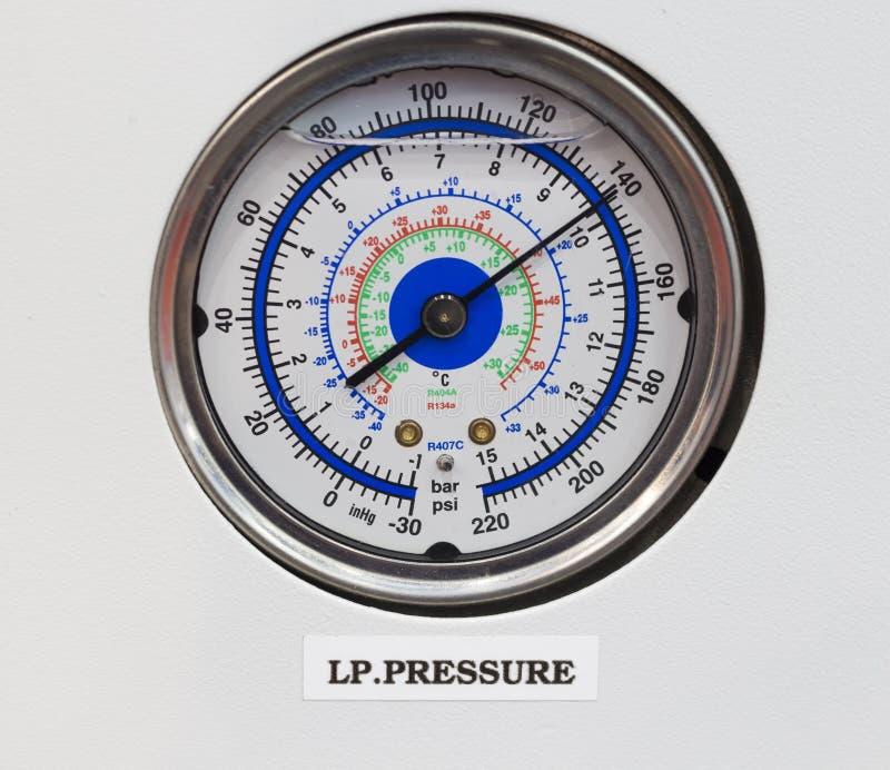 Termômetro do calibre de pressão no pa do controle de sistema da osmose reversa fotografia de stock royalty free