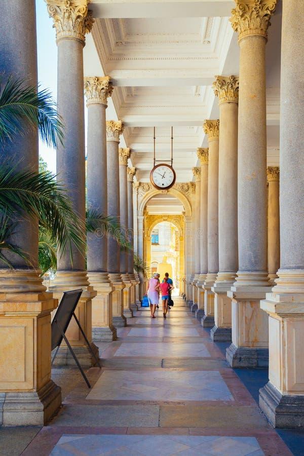 Termal kopalna wiosna, filary i korytarz w Karlovy, Zmieniamy, republika czech zdjęcia royalty free