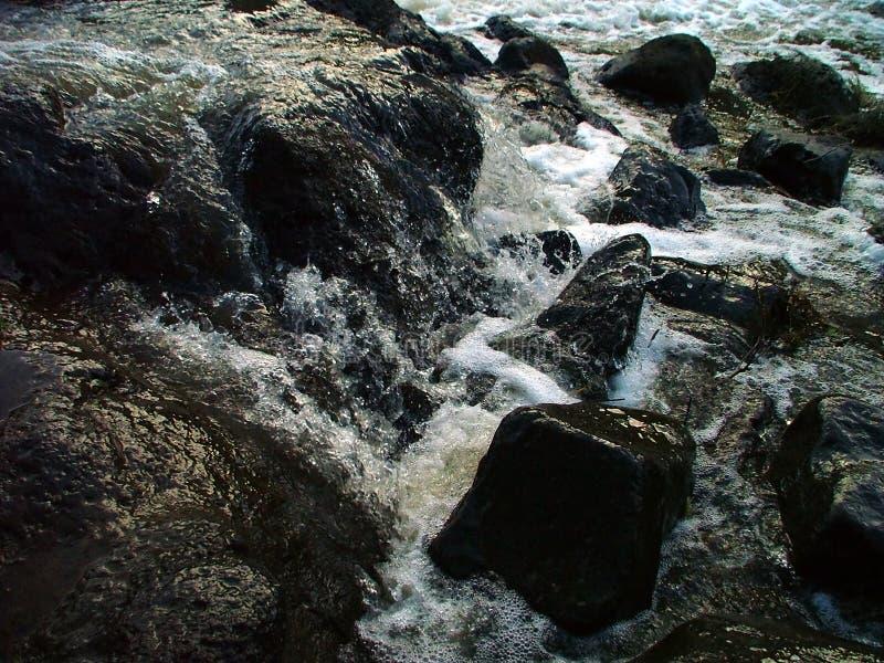 Download Termas da rocha imagem de stock. Imagem de água, branco - 105277