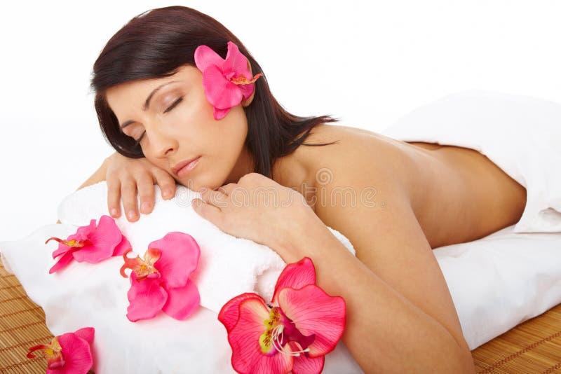 Termas de relaxamento da mulher bonita imagem de stock