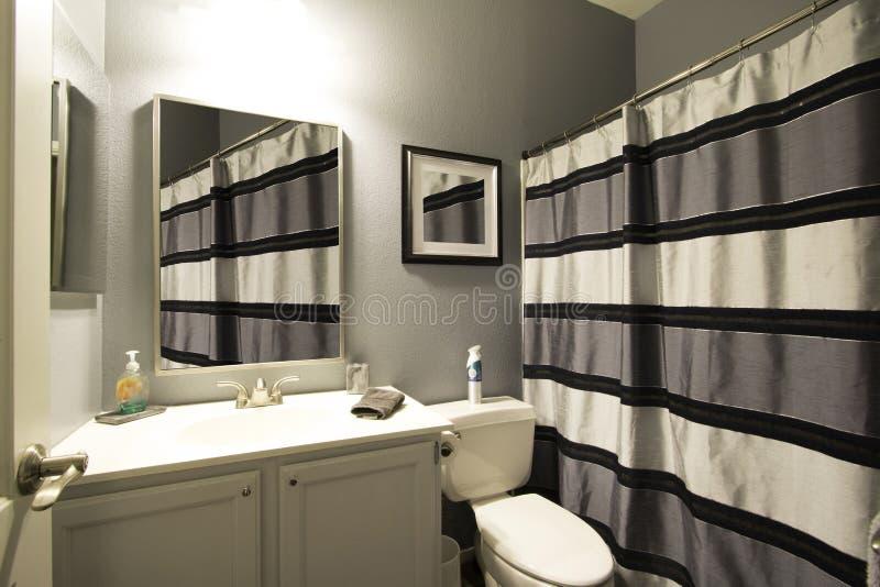 Termas do banheiro da mansão do recurso imagens de stock royalty free