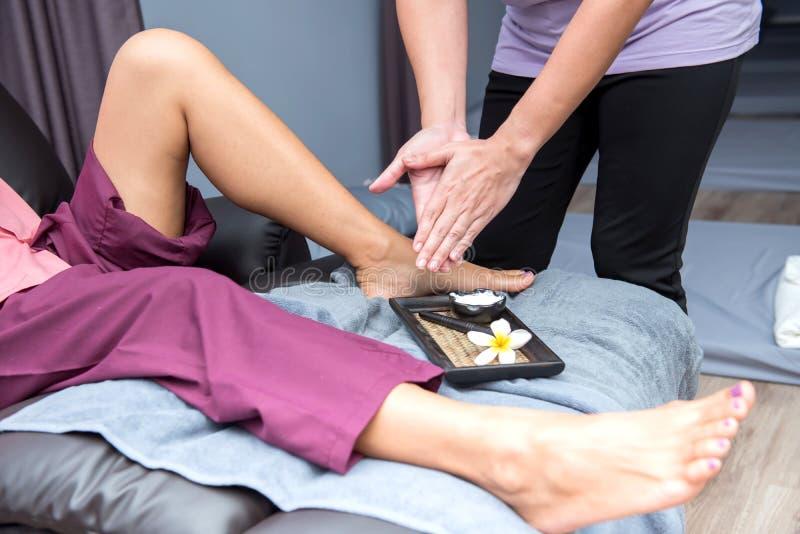 Termas e massagem tailandesa e relaxamento fotos de stock royalty free