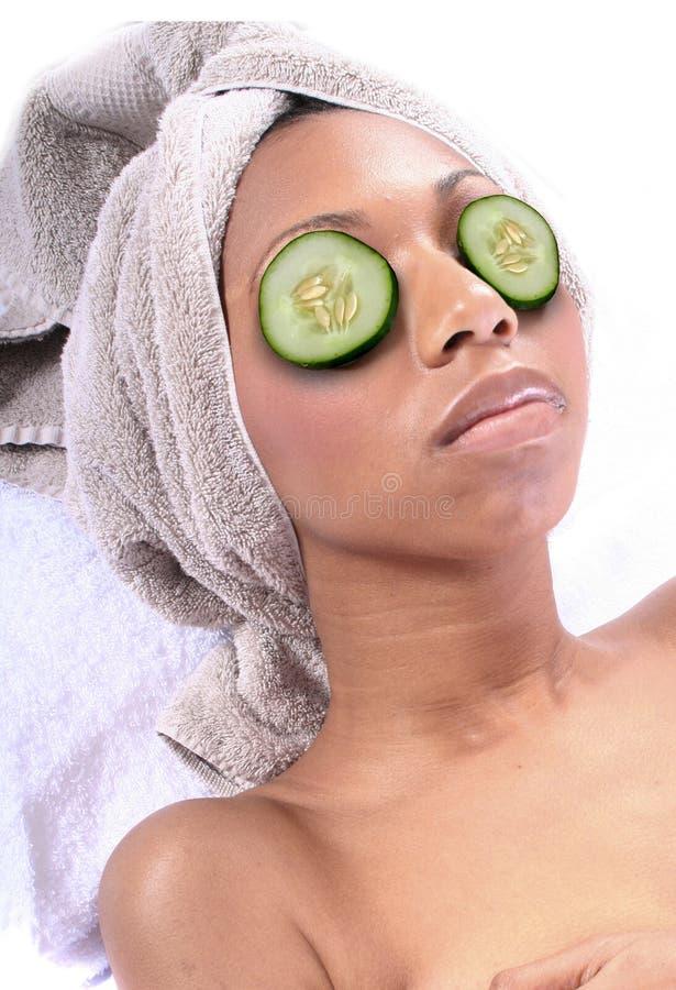 Termas - Facial com pepino imagens de stock