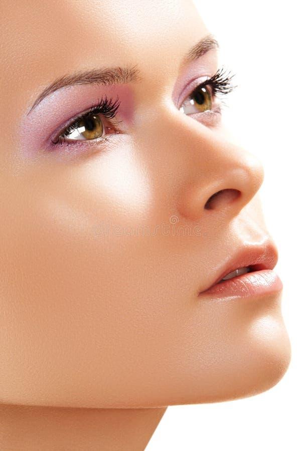 Termas, wellness, cuidado de pele. Close-up da face da beleza imagens de stock