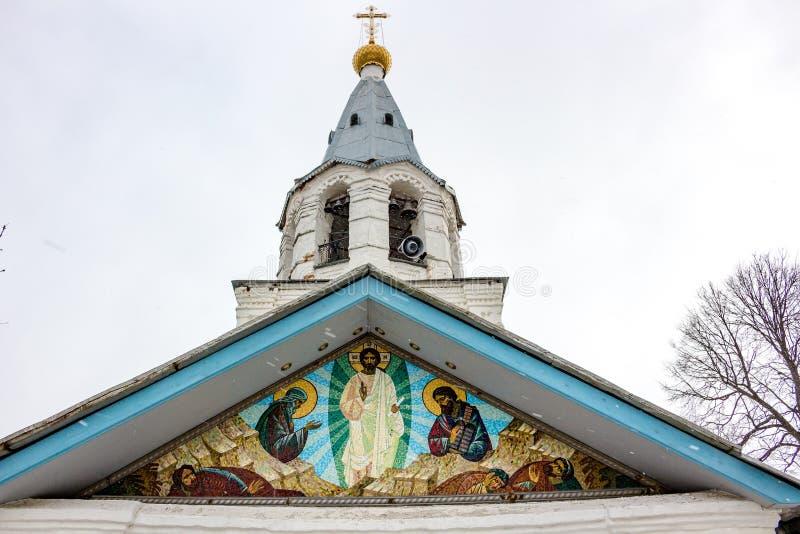 Termas-Zagorje, Rússia - em março de 2016: Igreja da transfiguração do senhor do fim do século XVII fotos de stock