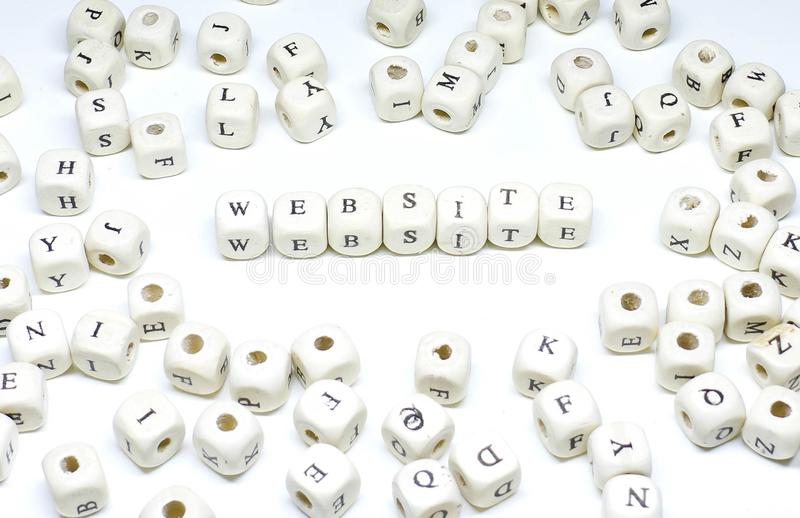 Terme de commercialisation en ligne sur le site Web en bois d'ABC de fond blanc photos stock