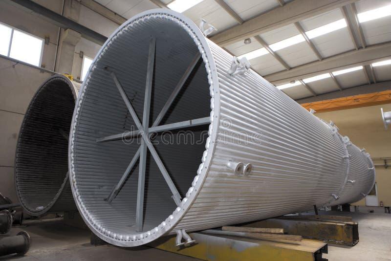Termicznej elektrowni kominów chłodnicza produkcja zdjęcie royalty free