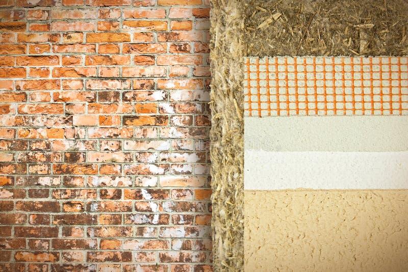 Termicznej izolacji narzuty z konopie dla budować wydajność energii i zmniejszają termiczne straty przeciw ścianie z cegieł zdjęcie stock