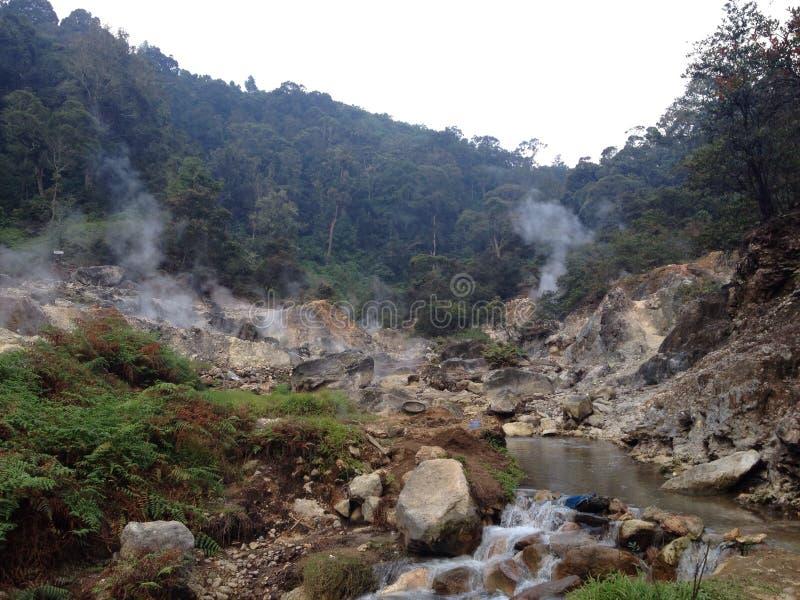 Termiczni skąpania w wulkanie na Jawa, Indonezja zdjęcia stock