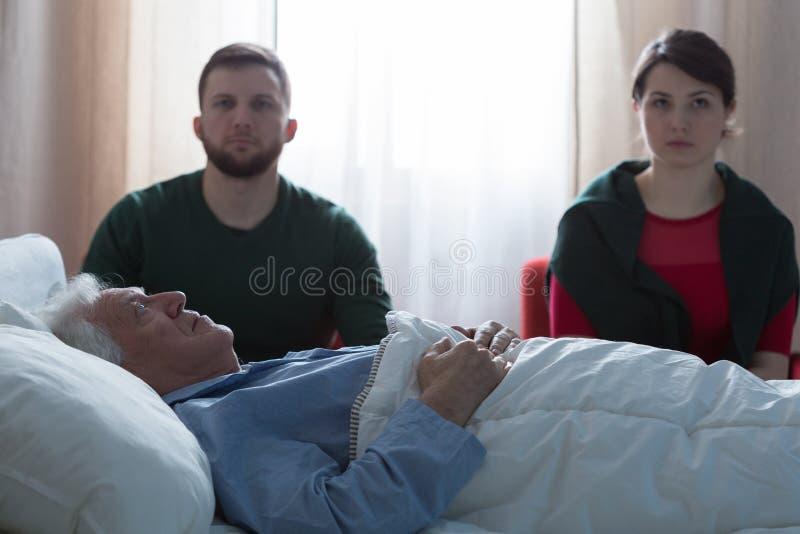 Terminaal zieke kankermens stock afbeelding
