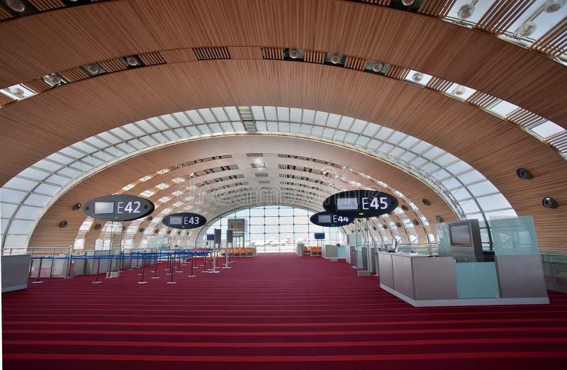 Terminal 2E de París - el aeropuerto de Charles de Gaulle fotos de archivo