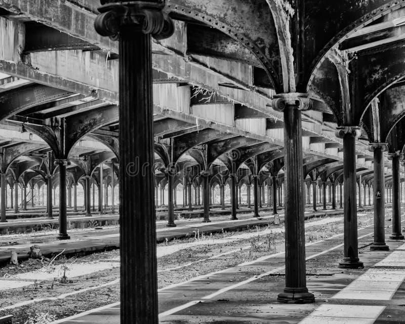 Terminal abandonado do trilho fotografia de stock