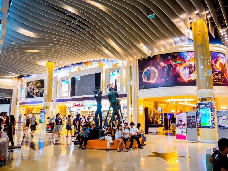 Terminal 21 bij 6de verdieping bij bespreekbureau sf bioskoop, Bangkok, Thailand op 22 Oktober 2016 royalty-vrije stock afbeeldingen
