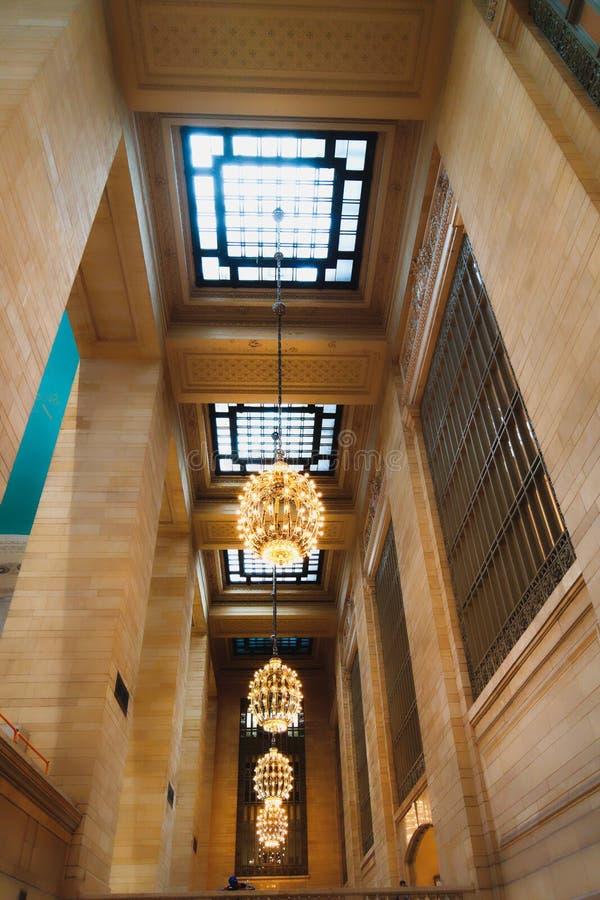 Terminal central magn?fica en New York City Interior del concurso principal, detalles arquitectónicos, visión de debajo foto de archivo