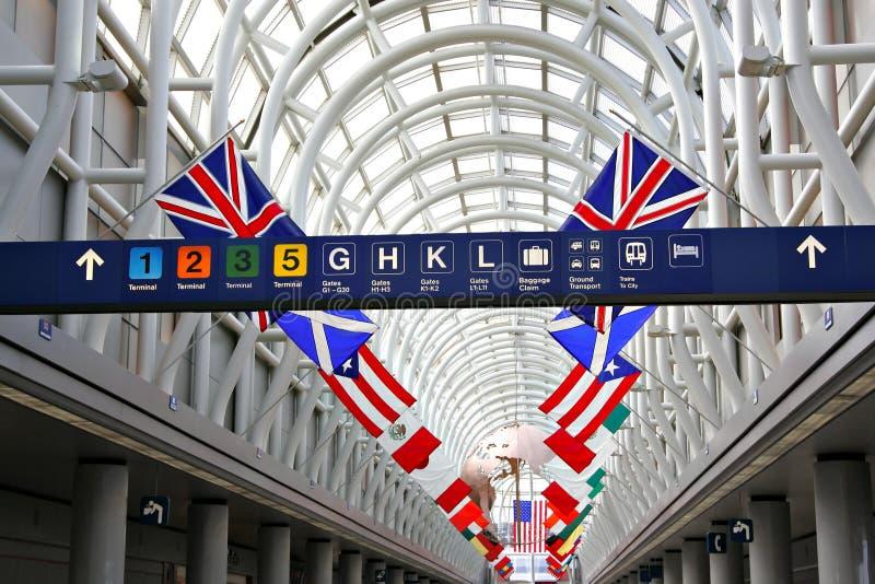 Terminal d'aéroport international image stock
