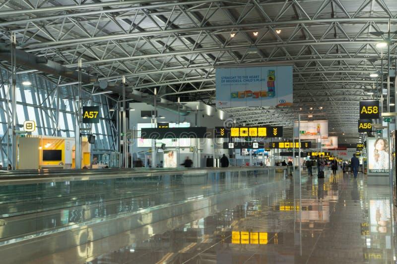 Terminal d'aéroport moderne, aéroport de Bruxelles, Belgique image stock