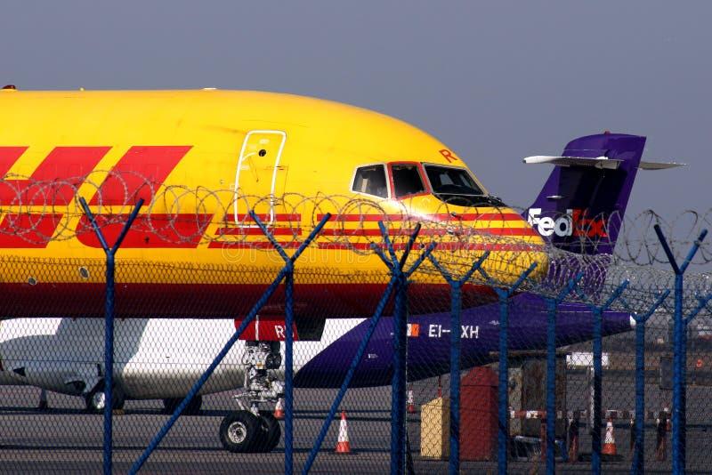 Terminal da carga aérea de DHL Fedex imagem de stock