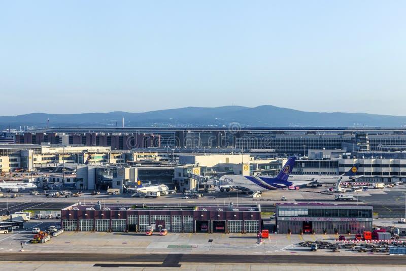 Terminal 1 dans le lever de soleil à Francfort photographie stock libre de droits