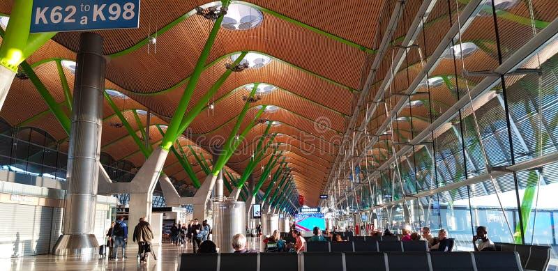 Terminal de aeroporto 4 de Barajas, Madri, Espanha imagens de stock
