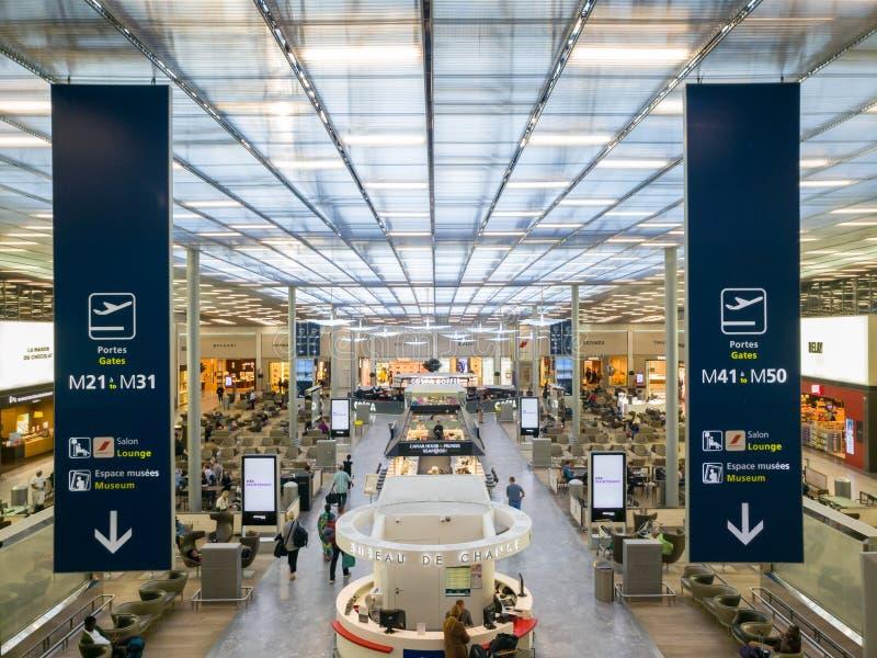 Terminal de aeroporto de Charles de Gaulle Paris imagem de stock