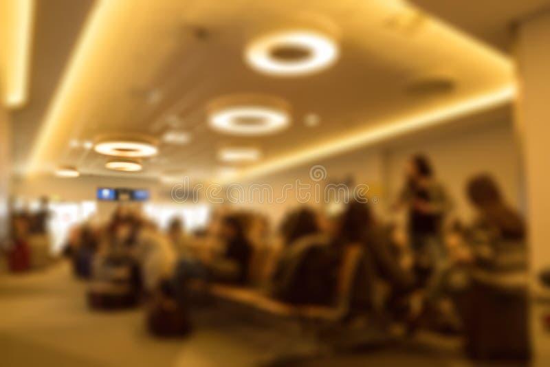 Terminal de aeropuerto que espera vuelo retrasado imagenes de archivo