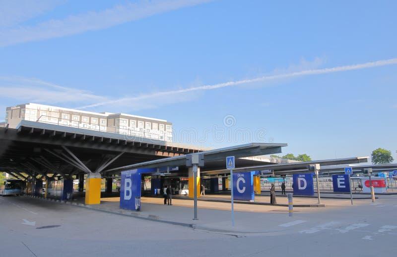 Terminal de autobús del aeropuerto Charles de Gaulle París Francia imagenes de archivo