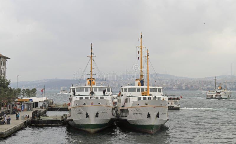 Terminal de balsa de Karakoy no centro de Istambul, Turquia fotos de stock royalty free