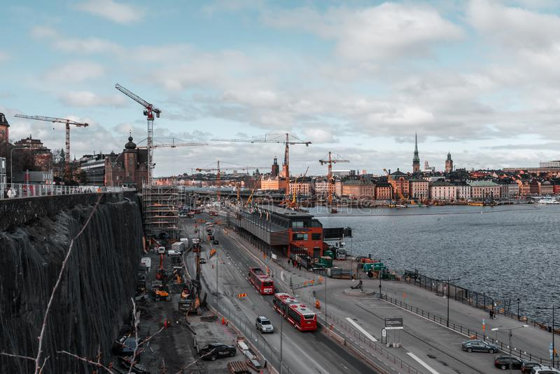 Terminal de Birka e a cidade velha e todas as obras que estão indo sobre fotografia de stock