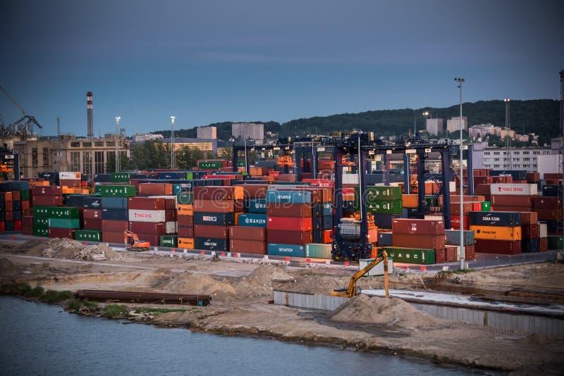 Terminal de contenedores báltica en Gdynia foto de archivo libre de regalías