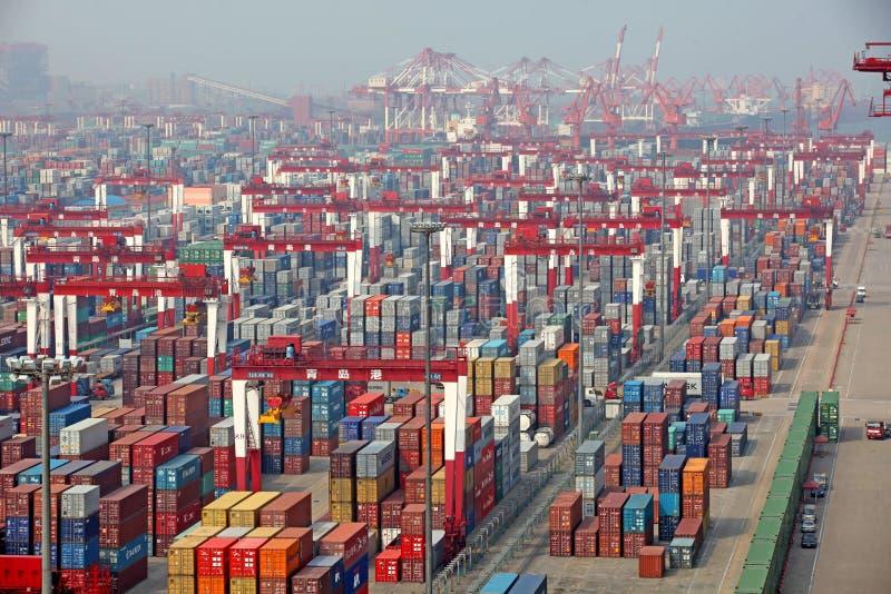 Terminal de contenedores del puerto de Qingdao imagen de archivo