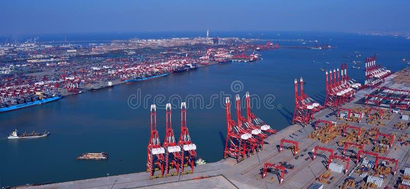 Terminal de conteneur de port de la Chine Qingdao photographie stock libre de droits