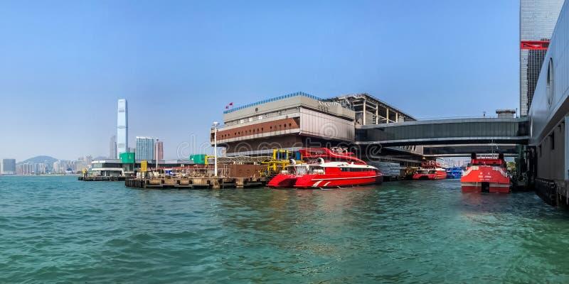 Terminal de Hong Kong - de balsa de Macau em Victoria Habor fotografia de stock