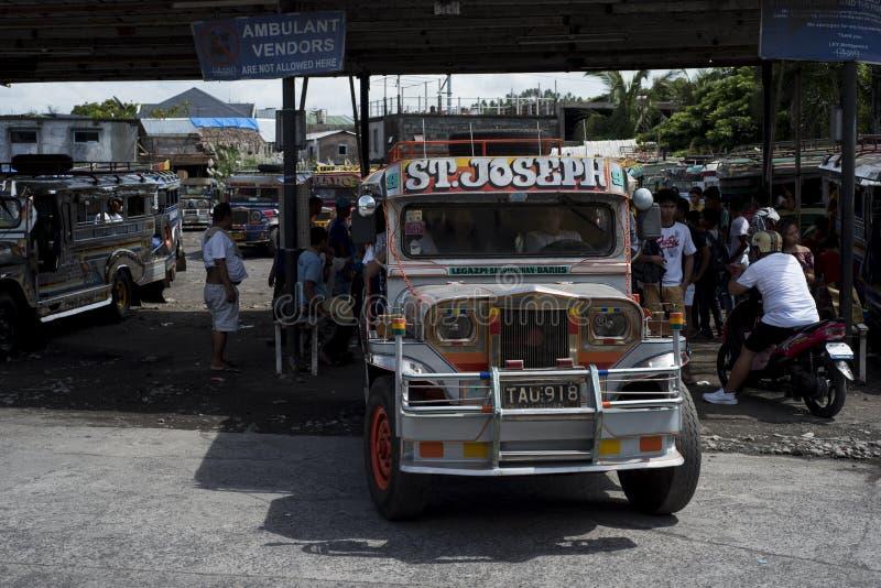 Terminal de Jeepneys em Legazpi nas Filipinas fotografia de stock