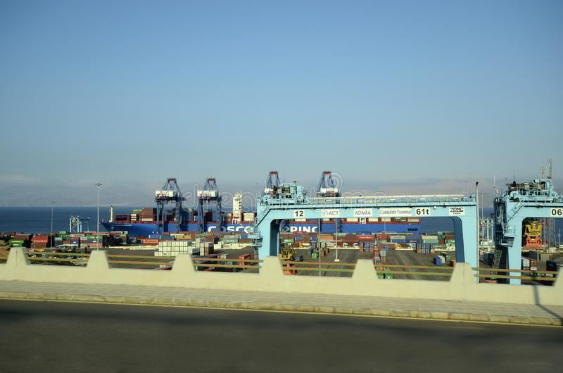 Terminal de la Jordanie, de bateau et de conteneur images stock