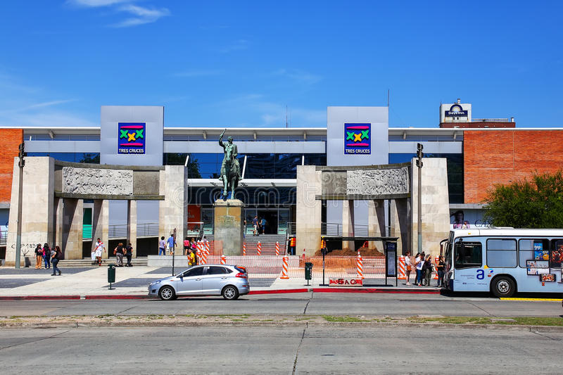 Terminal de ônibus de Tres Cruces em Montevideo, Uruguai foto de stock royalty free